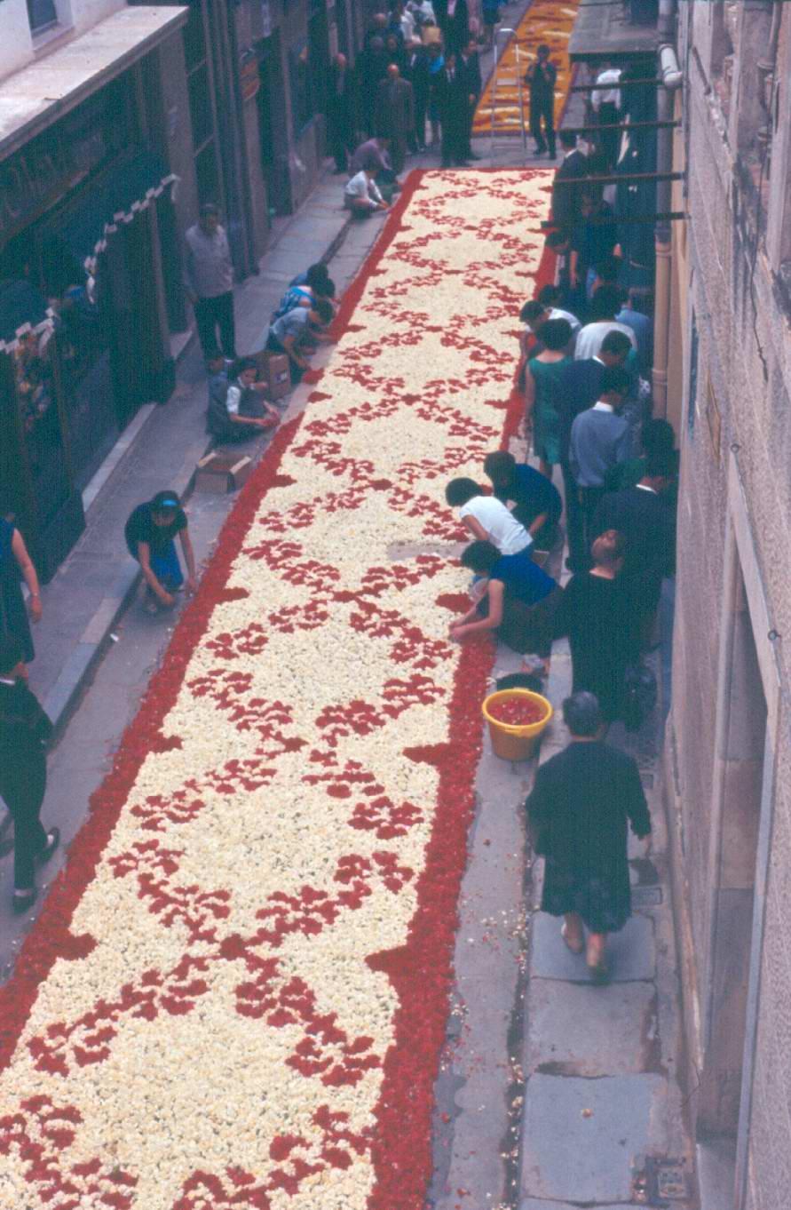 Catifa de Corpus al carrer de la Rutlla, 1962. AMSFG. Fons Pere Rigau (Autor: Pere Rigau)
