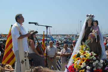 Ofici i benedicció durant la festivitat del Carme, juliol del 2011 Procedència: Premsa (Autor:Mercè Pérez Espinar)