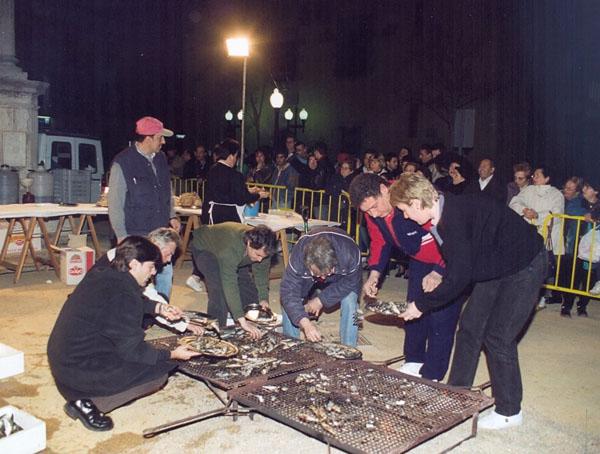Sardinada del dimecres de Cendra de 1999. AMSFG. Col·lecció Municipal d'Imatges (Autor: Xavier Colomer-Ribot)