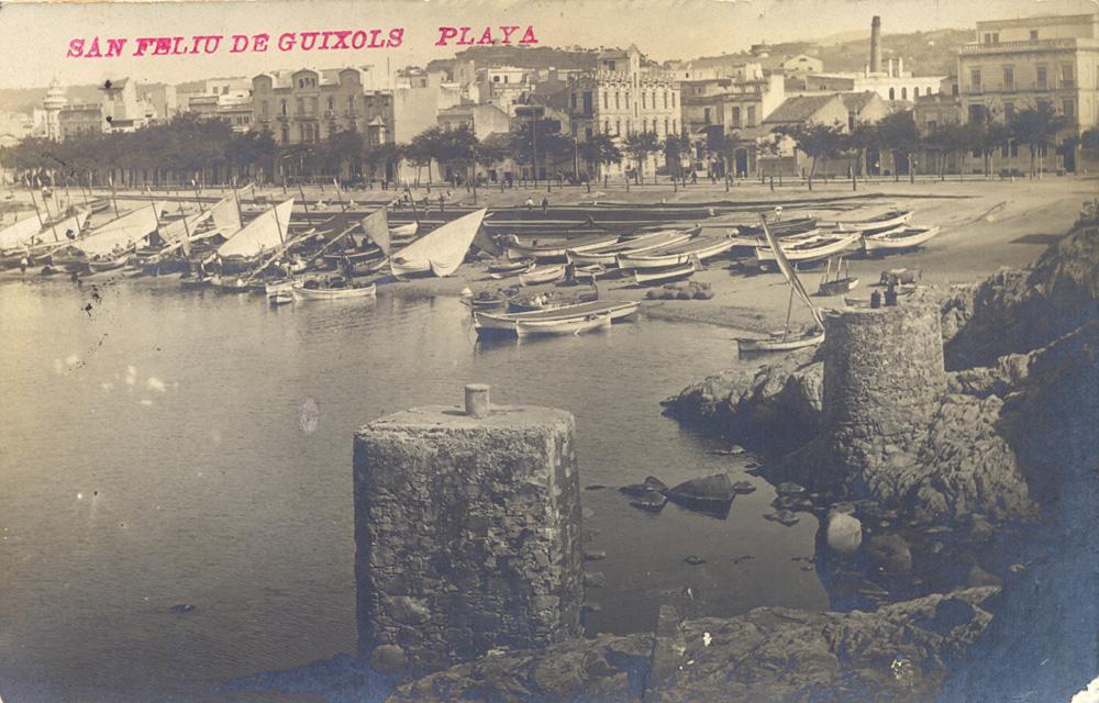 AMSFG. Fons Josep Colomer. Autor: Desconegut. El racó de llevant amb els norais en primer terme. Al fons, la platja amb els llaguts dels pescadors i les xarxes esteses a la sorra (1920 – 1928).