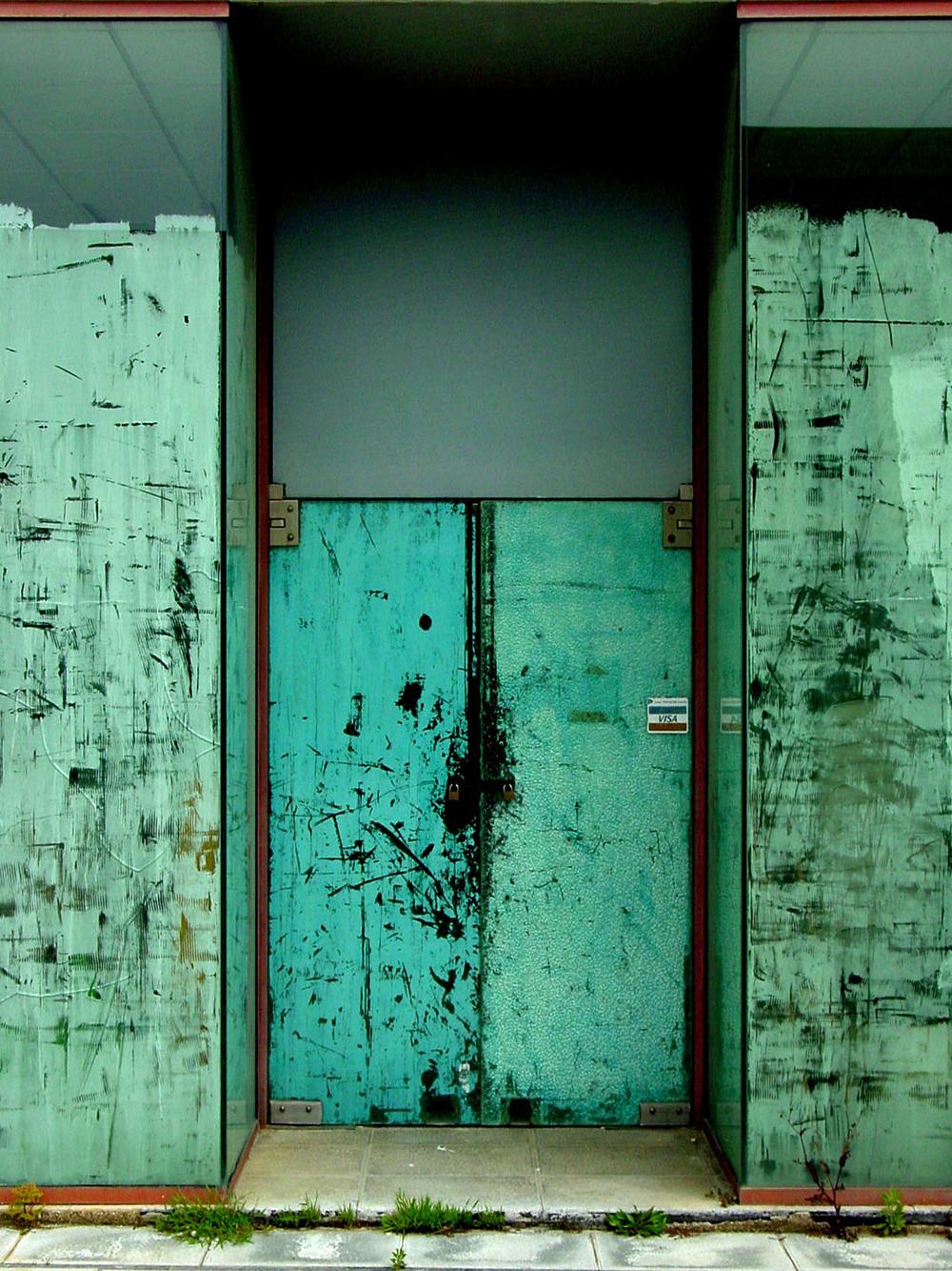 Trevor Skinner Green door - Sóc Sant Feliu de Guíxols