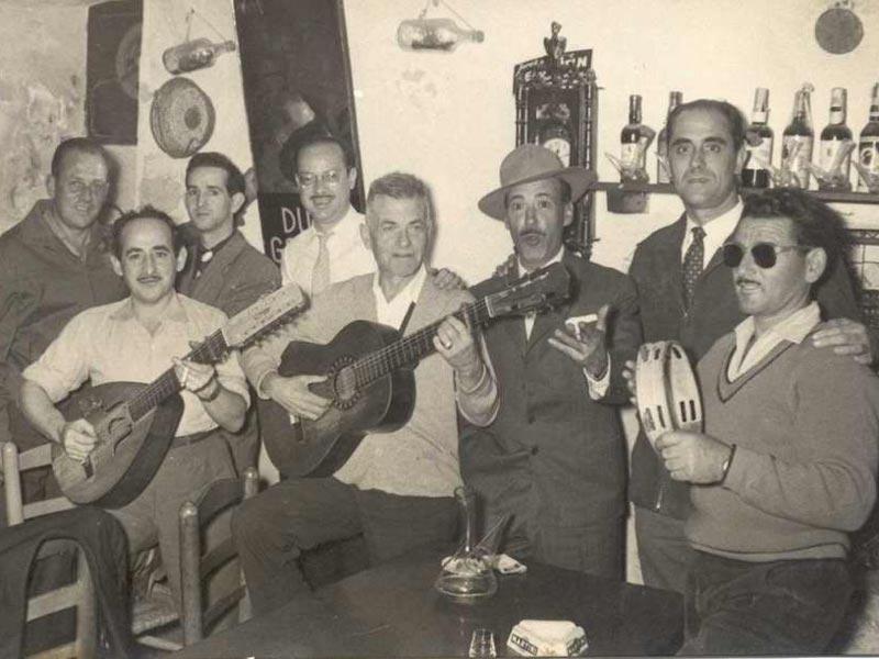 Josep Albertí amb la colla de cantaires de cal Canari l'any 1958. AMSFG. Fons Josep Albertí Corominas (autor desconegut).