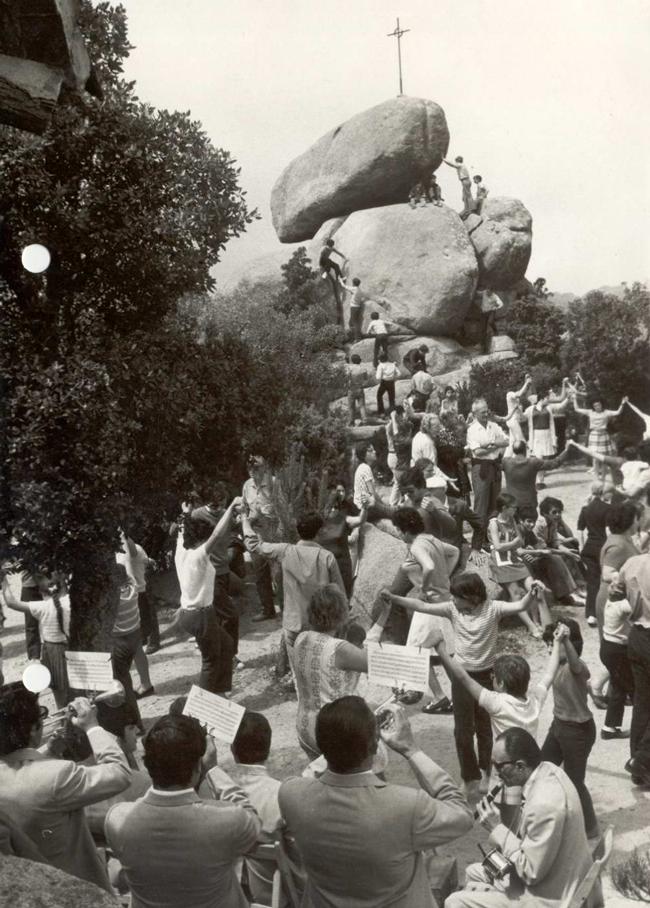 Ballada de sardanes a l'Aplec de Pedralta, 20 de maig del 1971 AMSFG. Fons Enric Figueras Ribas (Autor desconegut)