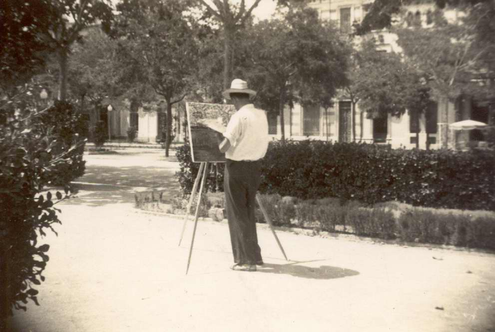 Josep Albertí pintant als Jardins Municipals als anys 50 AMSFG. Fons Josep Albertí Corominas (autor desconegut)