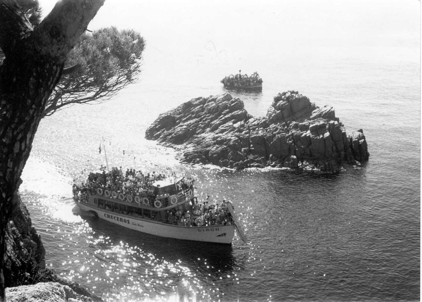 Pas de la processó marítima dedicada a la Verge del Bonviatge per s'Adolitx, el 12 d'octubre de 1968