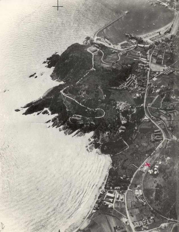 Vista aèria de la Volta de l'Ametller amb la carretera de Sant Feliu a Sant Pol, als anys 50 AMSFG. Col·lecció Municipal d'Imatges (Autor desconegut)