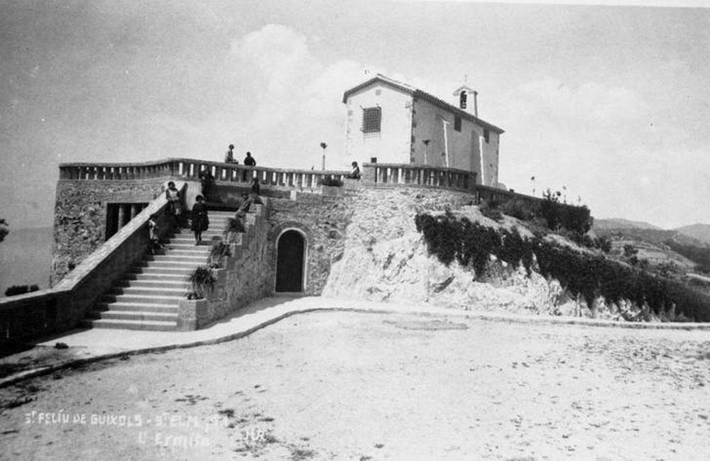 Vista de l'ermita de Sant Elm cap al 1930. AMSFG. Col·lecció Espuña-Ibáñez (Ricard Mur Dargallo)