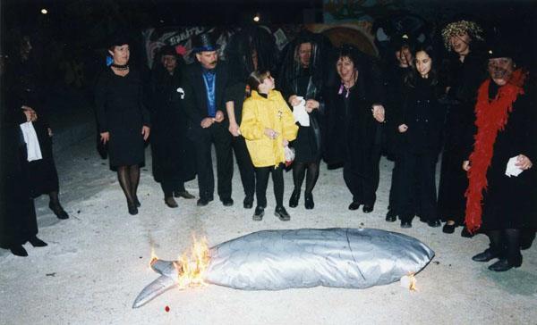 Enterrament de la sardina el Dimecres de Cendra, anys 90 AMSFG. Col·lecció Municipal d'Imatges (Autor: Xavier Colomer-Ribot)