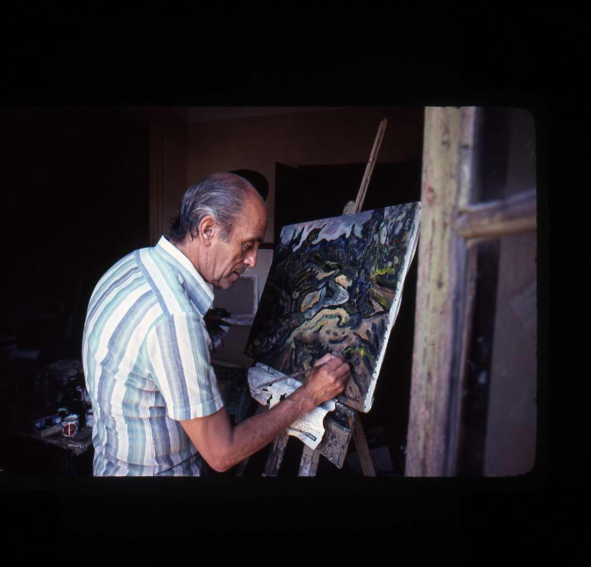 Josep Albertí pintant al seu estudi, al carrer d'en Cubias el 17 de setembre de 1978 AMSFG. Fons Alfons Hereu Ruax (autor: Alfons Hereu)