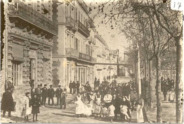 Vista general del Passeig del Mar, cap a principis del segle XX. Arxiu Municipal de Sant Feliu de Guíxols.