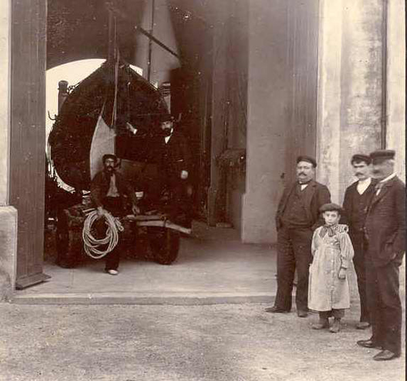 Interior del Salvament cap al 1900. AMSFG. Col·lecció Espuña-Ibáñez. (Autor desconegut).