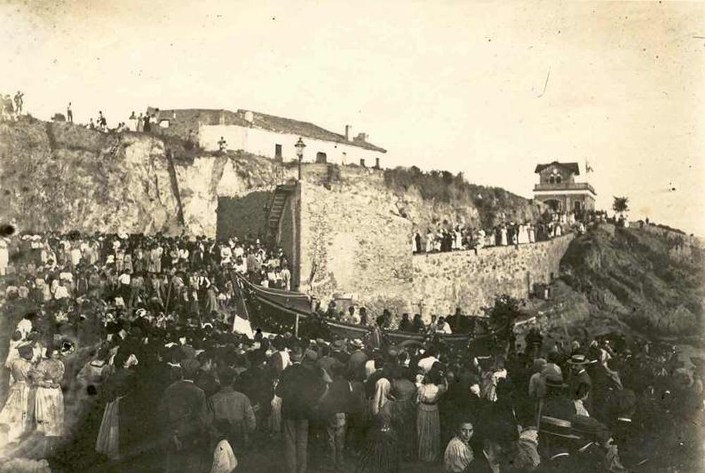 Bateig del bot Miquel Bohera per al salvament de nàufrags, el 23 d'agost del 1898. AMSFG. Col·lecció Espuña-Ibáñez. (Autor desconegut).