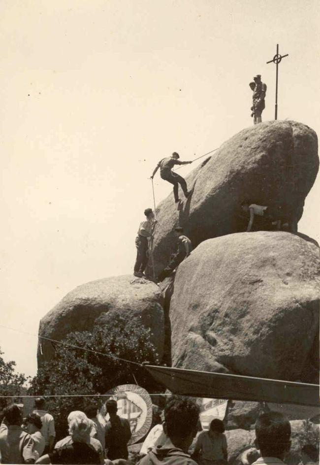 Reposició de la creu de Pedralta, 26 de maig del 1960 AMSFG. Col·lecció Espuña-Ibáñez (F. Bosch)