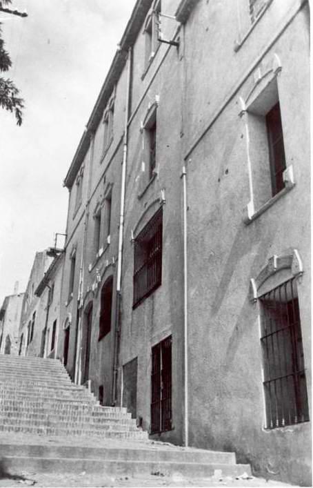 Detall de la façana de l'Acadèmia (Divina Pastora) als anys 40 AMSFG. Col·lecció Municipal d'Imatges (Autor: desconegut)