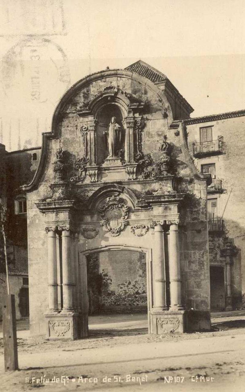 Vista de l'arc de Sant Benet cap al 1928. AMSFG. Col·lecció Josep Escortell (Ricard Mur Dargallo)