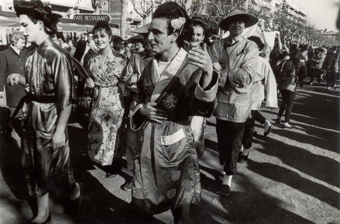 Desfilada de disfresses, 1985. AMSFG. Col·lecció Municipal d'Imatges (Procedència: El Punt Diari/ Autor: Enric Estarlí)