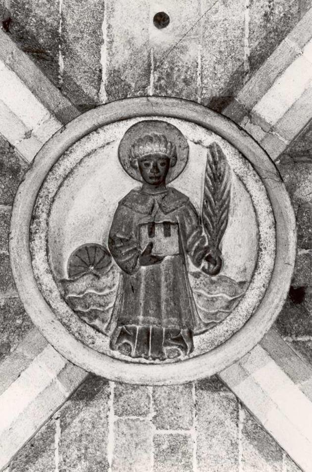 Clau de volta de l'església parroquial de la Mare de Déu dels Àngels amb un relleu que representa Sant Feliu AMSFG. Col·lecció Municipal d'Imatges (Autor: Lluís Garcia)