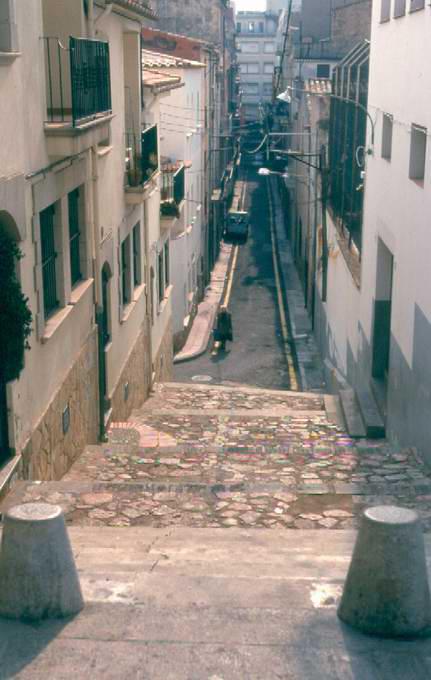 Vista del carrer de la Penitència des del xamfrà amb el carrer Francesc Romaguera, l'any 2000. AMSFG. Col·lecció Municipal d'Imatges (Autor: Jordi Gallego Caldas)