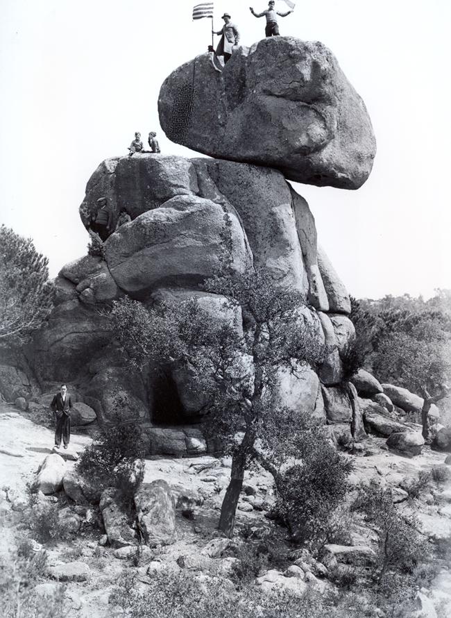 Excursió a Pedralta al principi dels anys trenta AMSFG. Fons Joan Xargay Saurí (Autor desconegut)